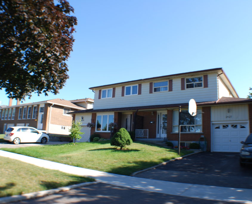 Semi detached Home in Cooksville Mississauga