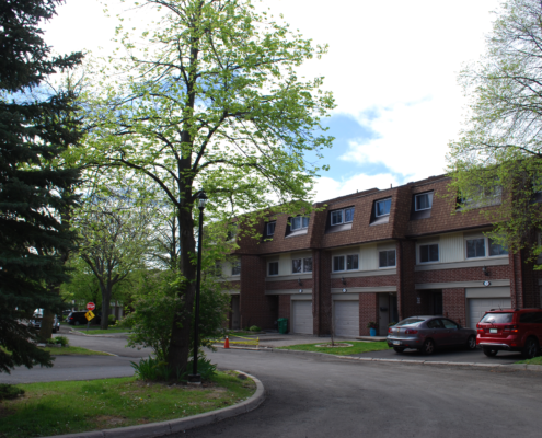 a topwn house complex on montevideo rd in Meadowvale Mississauga