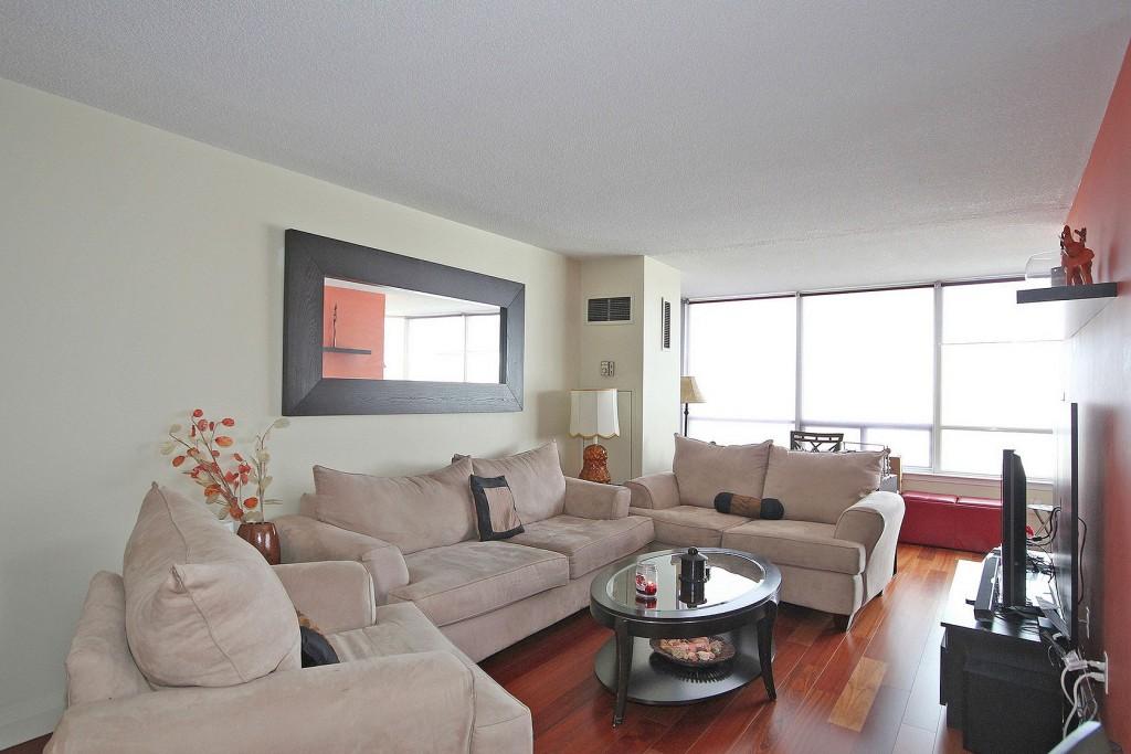 550 Webb Dr Living Room
