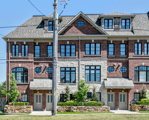 Dunpar Town Houses at 166 Burnhamthorpe Rd E in Applewood Mississauga