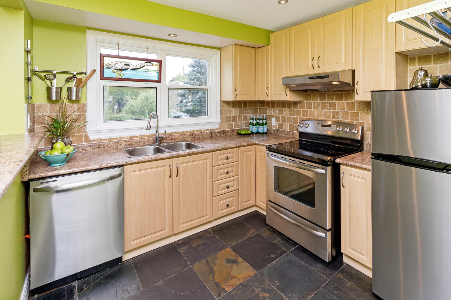 Sold 2356 brookhurst rd the village guru for The perfect kitchen mississauga