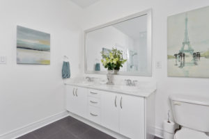 Burnhamthorpe Mississauga Bathroom After Staging a New Home